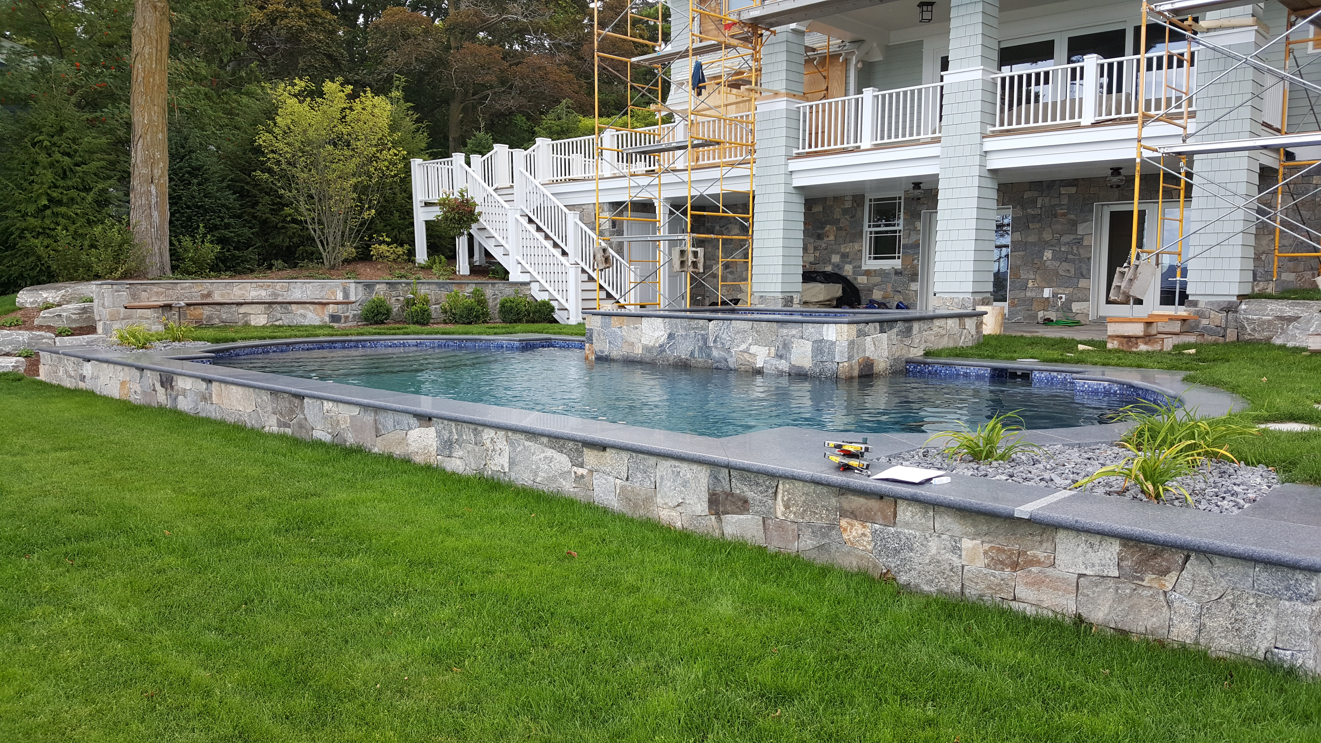 raised edge pool and spa